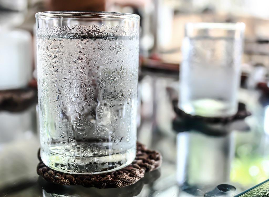 Холодная или горячая вода лучше для питья